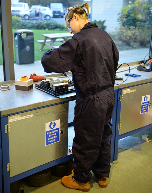 five reasons to choose an apprenticeship